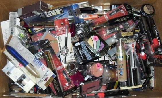 Paletas surtidas de articulos de farmacia y cosmeticos