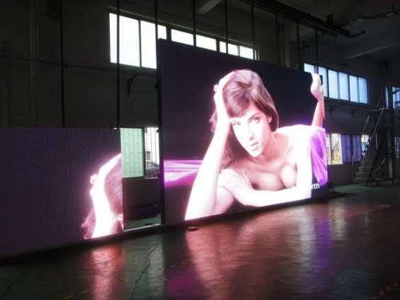 Fotos de Publicidad exterior en pantallas gigantes de leds tricolor 2