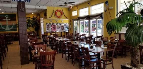 Amplio salon ideal para banquetes y celebraciones