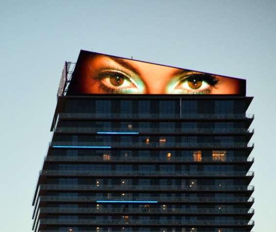 Fotos de Publicidad exterior en pantallas gigantes de leds tricolor 4