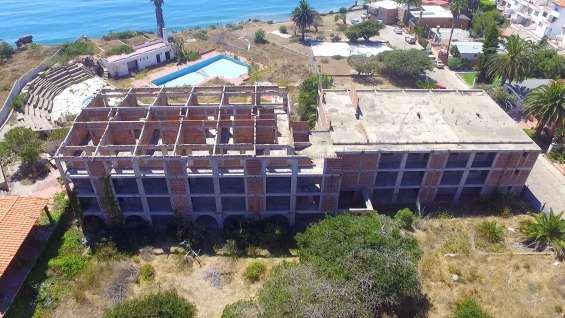 Gran lote y hotel para proyecto.